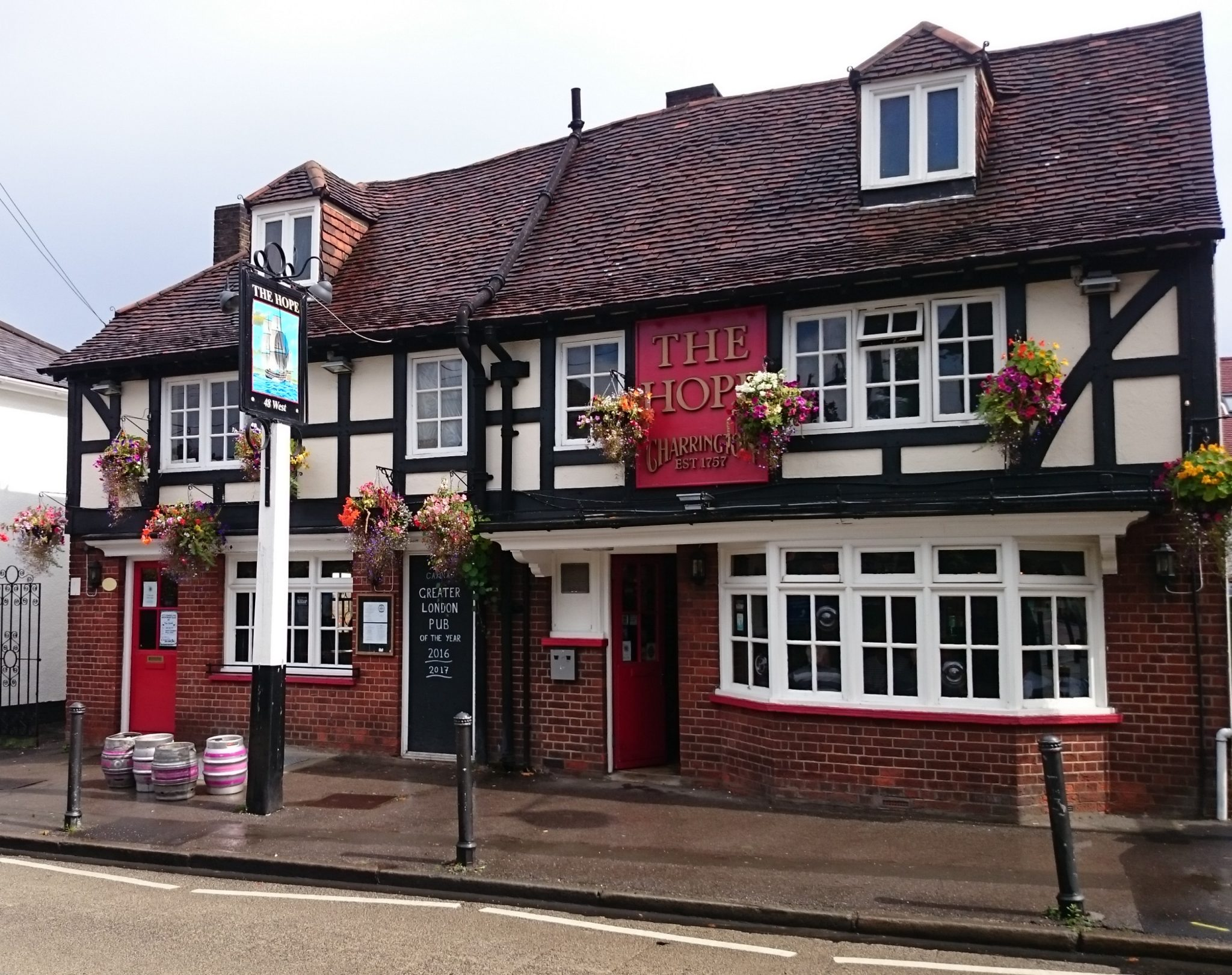 NINTCHDBPICT000515367376 - Best pubs in Britain for 2019 revealed in annual competition to find UK's top boozer